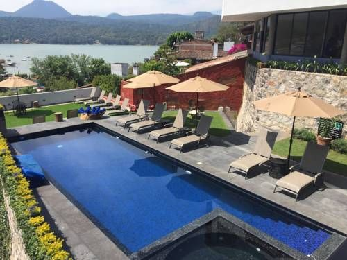 Araucaria Hotel Boutique Valle de Bravo Araucaria Hotel Boutique - Adults Only offers accommodation guests over 16 years old in Valle de Bravo. The hotel has an outdoor pool, and guests can enjoy a drink at the bar.  Every room includes a flat-screen TV.