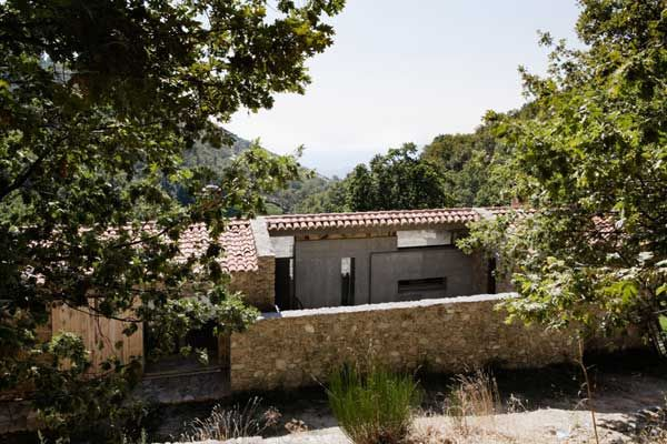 Old meets new in spectacular fashion « Kia Designs Blog: Projects, Estremadura, Architecture, Homes, Ábaton Architects, Off Grid, Estate, Abaton Architecture