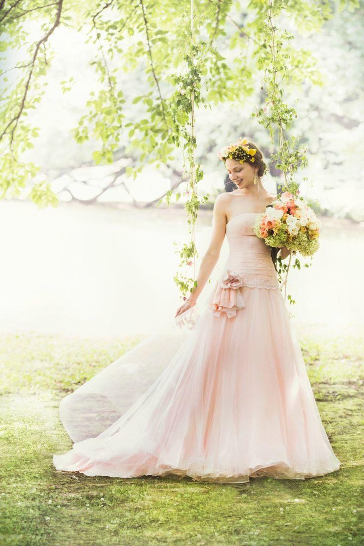 桜色ドレスにはガーデンウェディングが合う♪ 桜の時期のウェディングのアイデア。結婚式/ブライダルの参考に☆