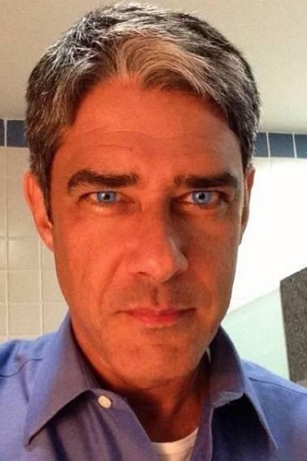 William Bonner com lentes de contato azul
