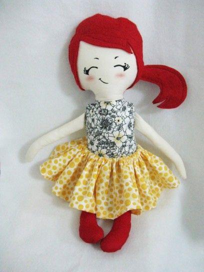 Bambola di stoffa coi capelli rossi