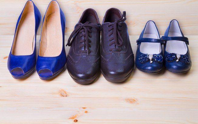 Esqueça o talco! O bicarbonato de sódio é mais eficiente para tirar umidade e odor de sapatos. Foto: Thinkstock