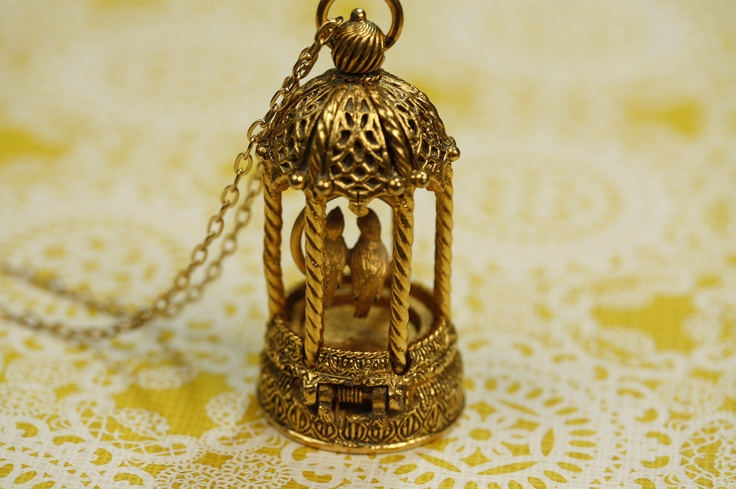 Birdcage Locket Necklace - <3Lockets Pendants, Vintage Birdcages, Vintage Pendants, Pendants Gold, Lockets Necklaces, Sparkly Things, Birdcages Lockets, Long Vintage, Necklaces Long