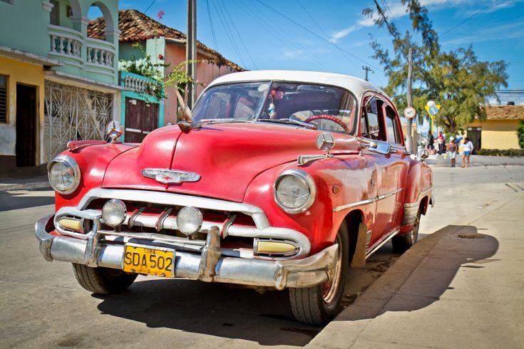 Μπορεί τα πούρα να είναι το σήμα κατατεθέν της Κούβας, όμως τα συλλεκτικά αμερικανικά αυτοκίνητα αποτελούν εθνικό θησαυρό για τη νησιωτική χώρα,