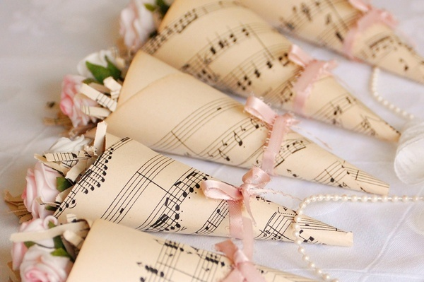 music sheet rose cones event-decor