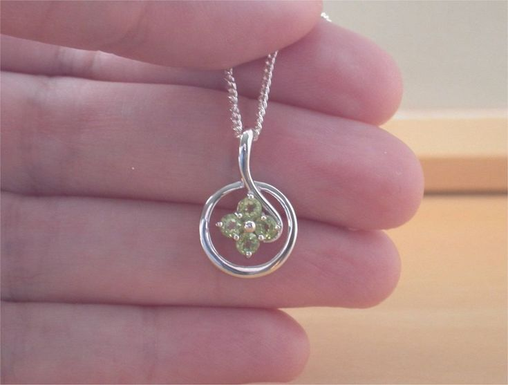 "925 Peridot Flower Pendant & 18"" Sterling Silver Chain/Peridot Necklace/Peridot"