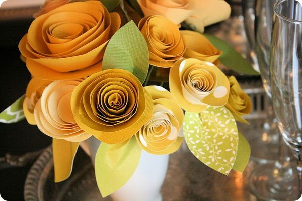 Paper flower tutorial.: Paper Roses, Crafts Ideas, Flowers Bouquets, Rolls Paper Flowers, Paper Flowers Tutorials, Rolls Flowers, Paper Flower Tutorial, Rolled Paper Flowers, Diy