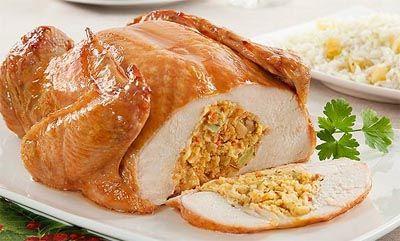 Receita de Chester recheado com farofa de Natal. Receitas deliciosas e muito mais você encontra em Saborosa Receita, seu site de culinária.