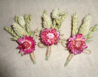 This beautiful autumn dried wheat ,fabric maple leave ,orange phalaris and autumn color everlasting flower boutonniere with rustic twine wrap , set of 6 are perfect for your wedding or any special occasion .Great for rustic, country ,vintage ,woodland wedding in all seasons . size approx. -long 12 cm and width 5,5-6 cm ( attaches with a pin ,which is included ) Would be perfect for the groom ,groomsmen ,ushers , fathers . Ready to ship