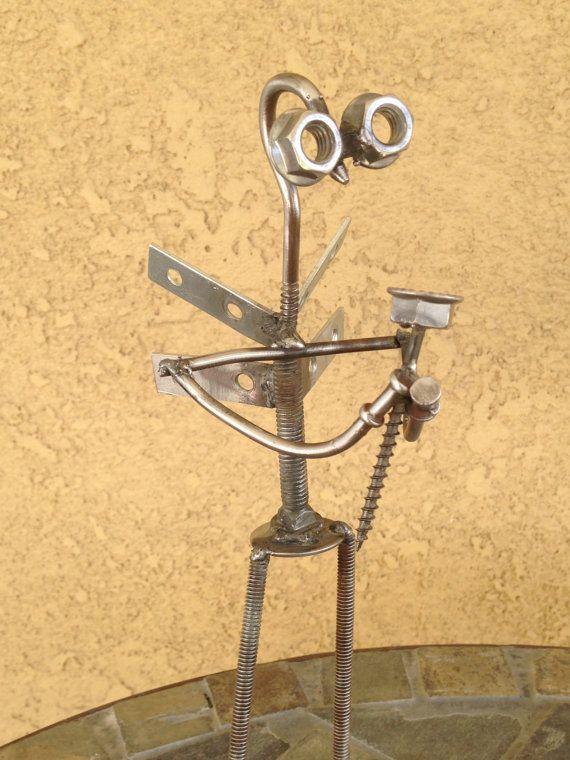 Une sculpture en métal soudé (environ 30€ sur Etsy)