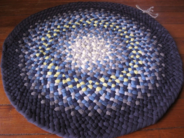 Custom Braided Denim  Round Rug from recycled denim by Mrs Ginther, via Flickr