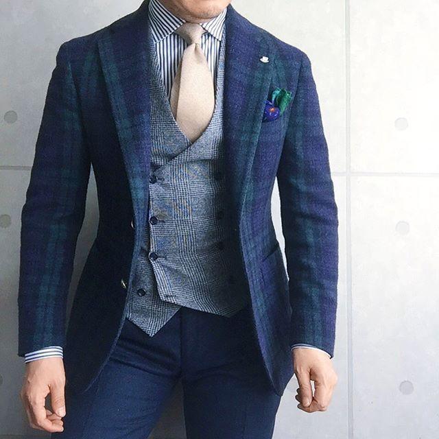 . 2017/01/19. . おはようございます. . 今日はこんな感じで✨ . シャツはオリーブグリーンです. . ストライプシャツが欲しくて セールでゲットしてきました . 2着で1着分の値段だったので…ついつい . . . Jacket #TAGLIATORE Gilet #Bevilacqua Shirts #beamsf Chief #Drakes Tie #AD56 Pants #GERMANO * * * #mensstyle #mensfashion #menswear #mnswr #wiwt #fashion #fashionstyle #fashionable #photooftheday #picoftheday #instagood #instastyle #instafashion #IGfashion #instacool #coordinate #dapper #ootd #outfit #outfitpost #fashiongram #gentleman
