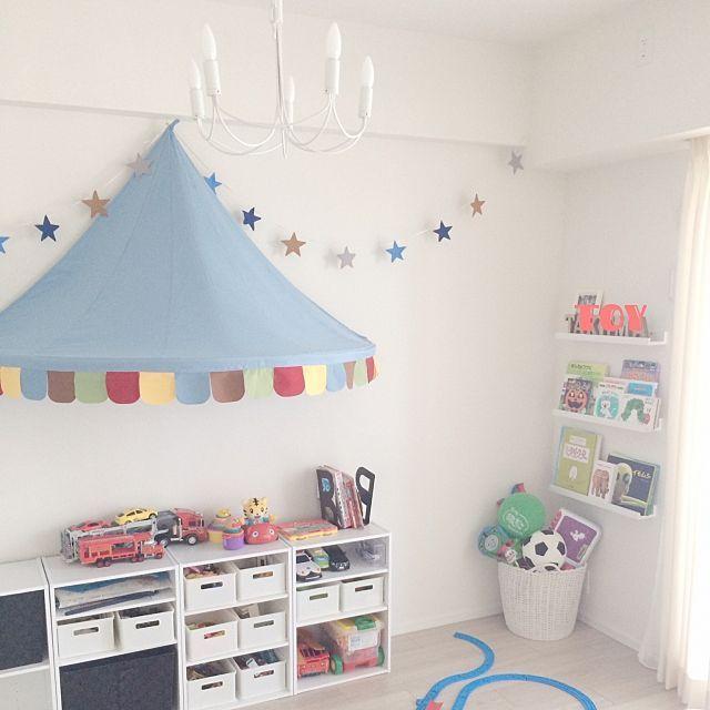 3LDKのキッズスペース/おもちゃ収納/子供部屋/DIY/sherrytrifle/シャンデリア…などについてのインテリア実例を紹介。「子供おもちゃ部屋^ ^」(この写真は 2015-07-17 01:51:00 に共有されました)