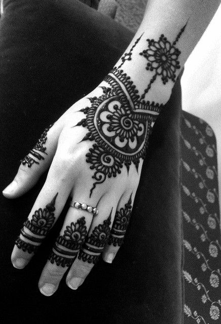 I find that there's something special about henna designs on fingers. It's like permanent artistic rings.