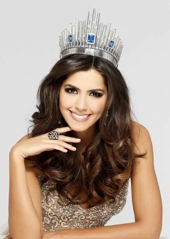 Nuestra hermosa reina, Paulina Vega!