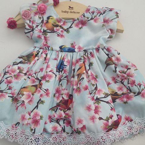 Vestido Floral... Um charme!  Tam: P, M, G e 1, 2 e 3 anos.  Disponível na loja e WhatsApp. ✈️ Enviamos para todo o Brasil.