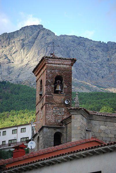 Campanario de la Iglesia de Cuevas del Valle bajo la advocación de Nuestra Señora de la Natividad.