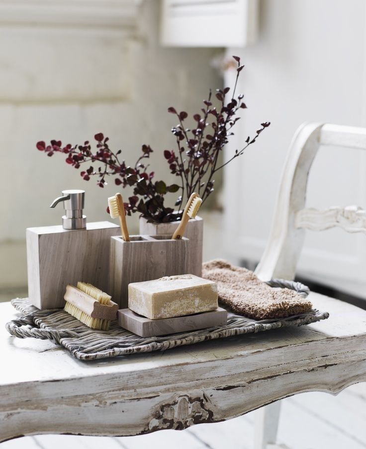 Spa-Style Bathroom Design Ideas - Natural Bathroom Accessories - Dried Flowers