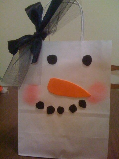 A snowman gift bag- Cheap gift bag spruced up! white bags from dollar tree