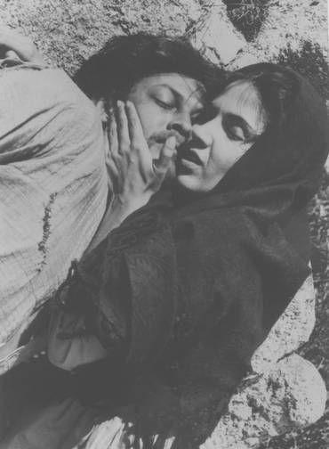 """Talento. Yoná Magalhães e Geraldo del Rey numa cena de """"Deus e o diabo na tera do sol"""""""