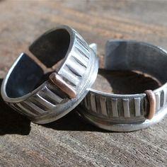 2 bagues pour couples, anneau d 'amitié assortis  en aluminium et cuivre structuré par martelage, réglable