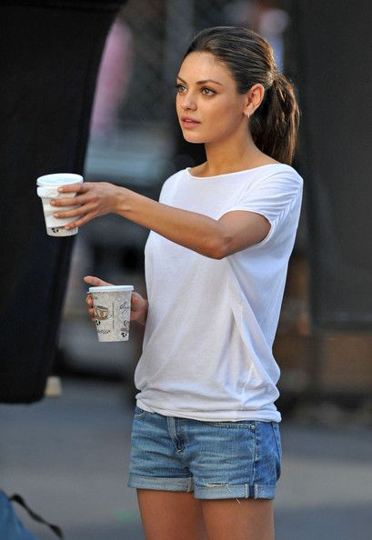 sunday in NY outfit: Day Outfits, Casual Summer, Mila Kunis, White Shirts, Milakuni, Summer Outfits, Casual Outfits, Jeans Shorts, Simple Outfits