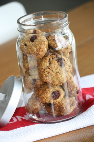 Six Healthy Biscuits for Lunchboxes - Natural New Age Mum - banana oat