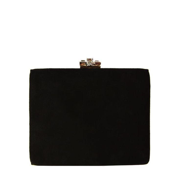 Toto elegantní černé semišové psaníčko je vhodnou volbou na letošní plesovou sezónu.