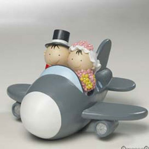 Figurine de mariés en avion
