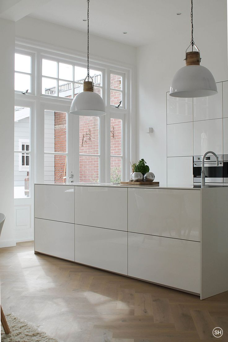 total white kitchen. love the kitchen island and the huge glass door to the courtard