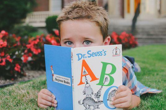 Back to school. Kindergarten photo shoot. Cute! http://stamps4fun.blogspot.com/2013/08/kindergarten-photo-shoot.html
