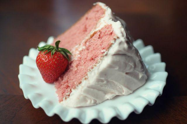 The best Strawberry Cake (Paula Dean Recipe)
