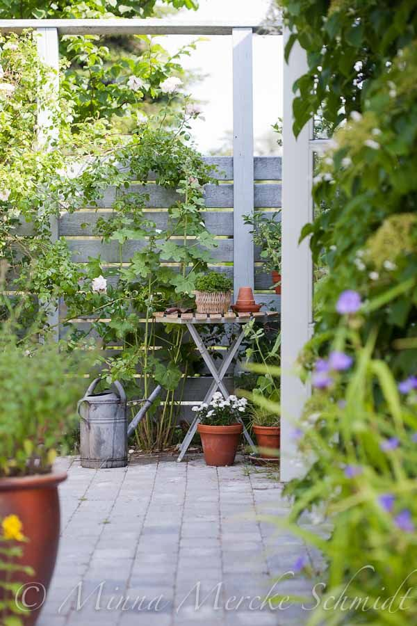 Decorating your garden...use tables!  by Blomsterverkstad
