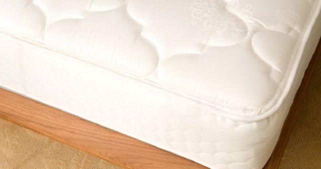 Θέλεις να καθαρίσεις το στρώμα σου και να δώσεις μια αίσθηση φρεσκάδας στο κρεβάτι σου;  Το μόνο που χρειάζεται να κάνεις είναι   να πας μέχρι το ντουλάπι της κουζίνας, για λίγη μαγειρική σόδα…    Την επόμενη φορά που