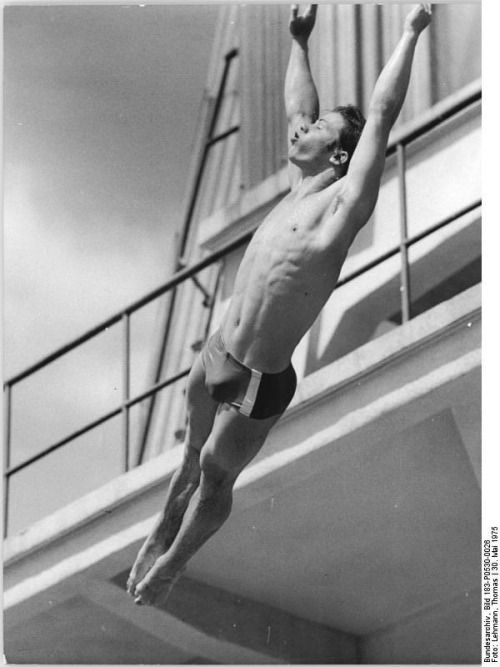 Frank Taubert in his first 30m GDR championship, Berlin 30 May 1975 [[MORE]] Source https://commons.wikimedia.org/wiki/File:Bundesarchiv_Bild_183-P0530-0026,_Frank_Taubert.jpg