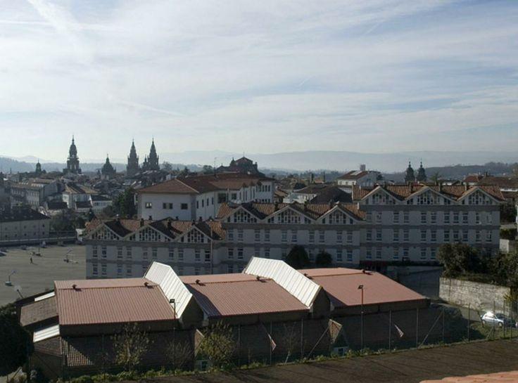 El Hotel / Albergue La Salle está situado en la Zona Monumental de Santiago de Compostela, a 10 minutos andando de la Catedral. www.hostallasalle... info@hostallasall... 00 (34) 981 585667