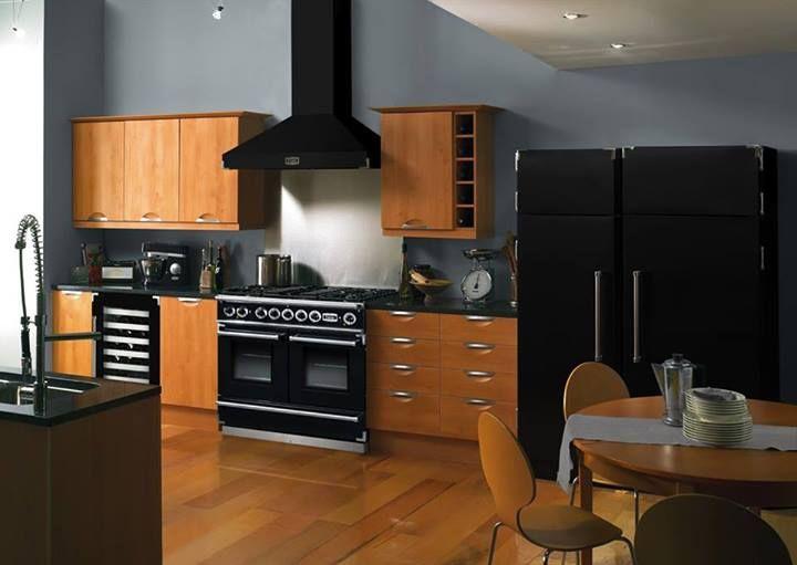Falcon noire avec hotte assortie des pianos pour tous - Piano de cuisine falcon ...