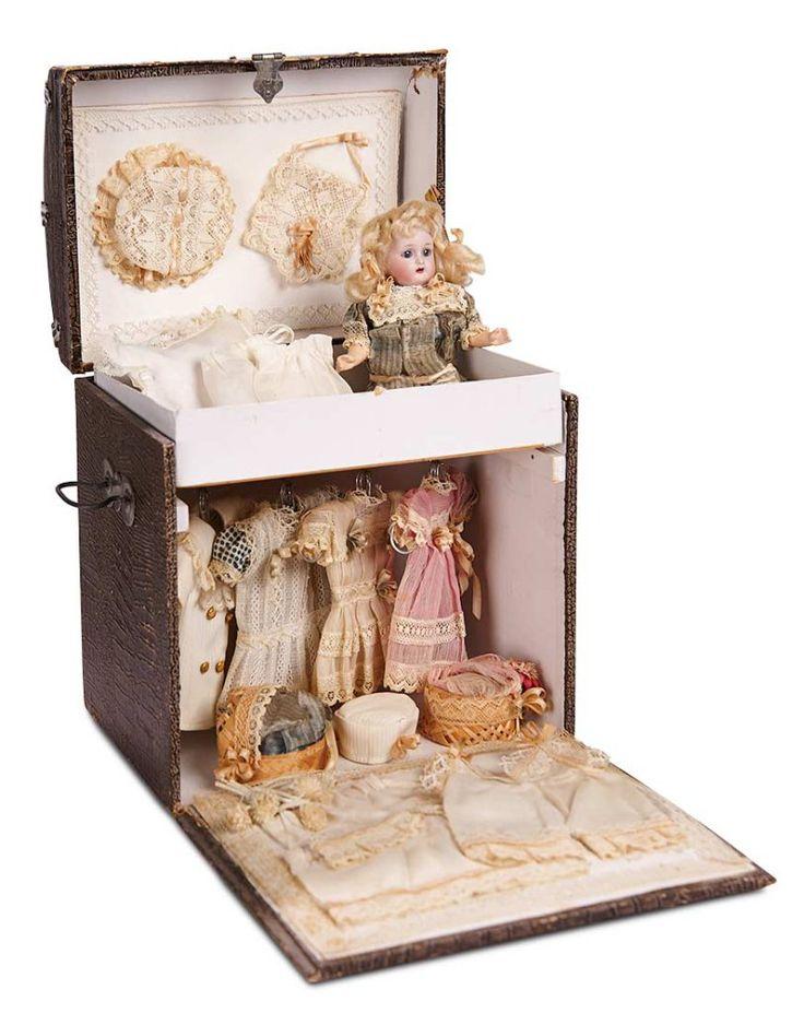 German Bisque Flapper Doll by Kammer and Reinhardt in Original Trunk, Trousseau 1200/1500