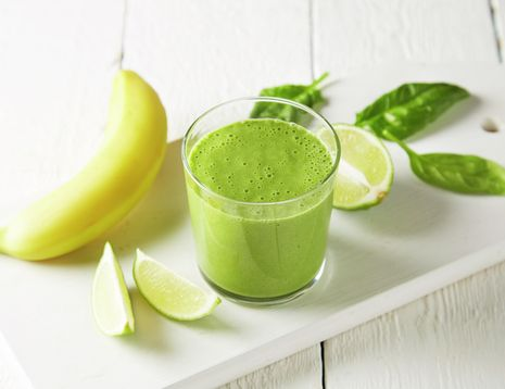 Smoothie med spinat, lime og ingefær