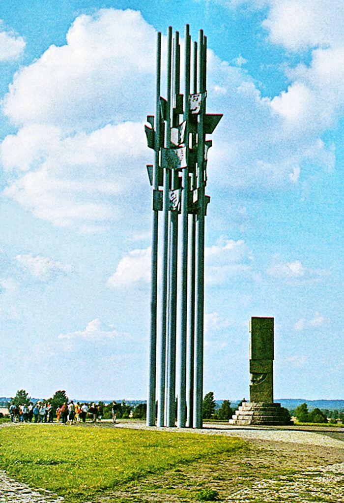 Det polska monumentet över slaget i Tannenberg är imponerade och syns på långt håll.