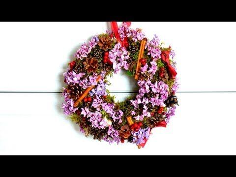 Jesienna dekoracja - wianek z hortensji i mchu