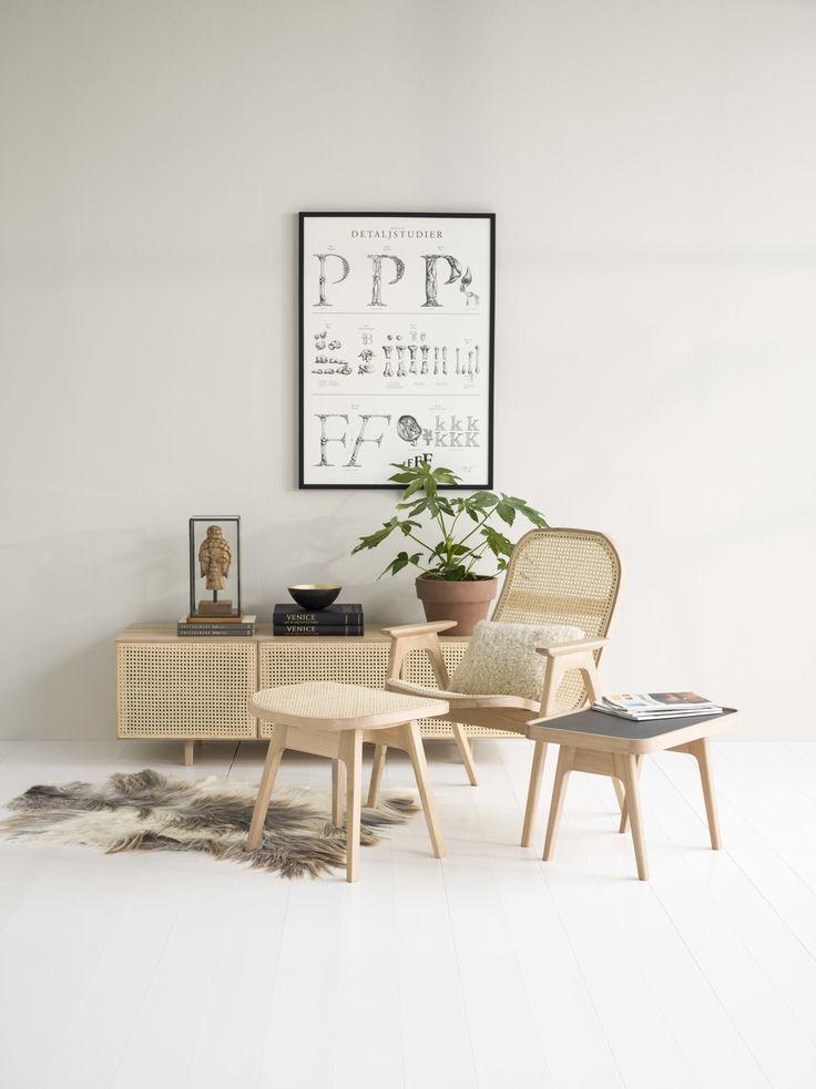 Store| Hans K - Flera generationers erfarenhet av design och kvalitet. Raquet är en serie som skapar bekvämlighet och är stilsäkert. Stolarna prickar in rotting-trenden med stor precision. Formgivningen är djupt rotad i den skandinaviska designtraditionen och med en touch av ett modernistiskt formspråk som lämnar eko från 20-talets designikoner. I Raquet-serien ingår även trendiga hörn- och soffbord med bordsskiva i tålig linoleum samt mediabänk med rottingfront. Koppla av med Raquet med…