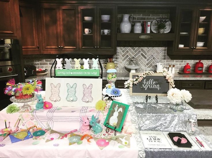 All set up and ready to HOP to it! Tune into @arizonamidday on @12newsaz at 1pm as we show off some of @pinspirationaz'a Spring/Easter projects and tell you all about our next Chalkboard Calligraphy class from @mcdcalligraphy!  #azmidday #12news #tv #bunnies #springdiy #burlap #bunny #decor #homedecor #springtime #handmade #handcrafted #easterbunny #shabbychic #springbreak #marchmadness #kidfriendly #easterevent #workshop #class #pinspirationaz #pinspiration #pinterest #highstreetaz…