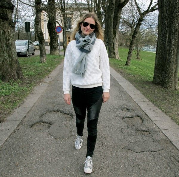 Out for a walk in Tønsberg, Norway. Acne jeans, Kudibal scarf, Ray-Ban, white sweater! http://www.stylescandinavia.com/