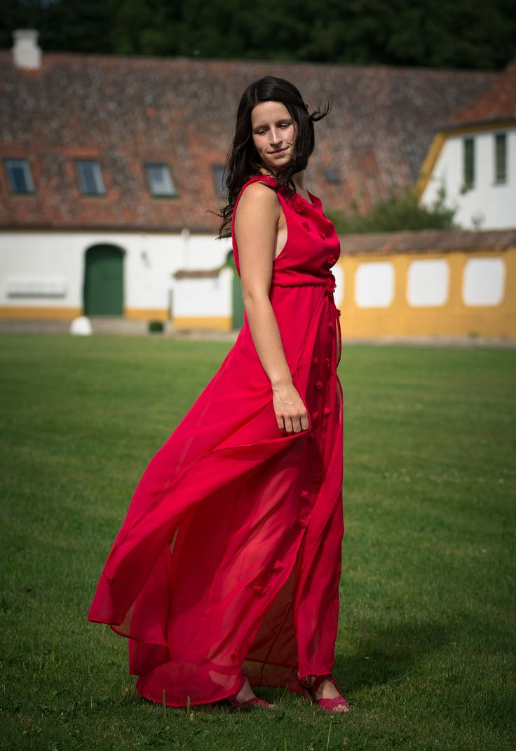 Fashion design by Nickie Geneser Bach: Follow my page: https://www.facebook.com/featheryfire #Fashiondesign #Fashion #photoshoot #Studyabroad #Colors #Designerclothing #Poses #winter #Night #accademiaitaliana #featheryfire #Clothing #Florence #Denmark #Models #prom