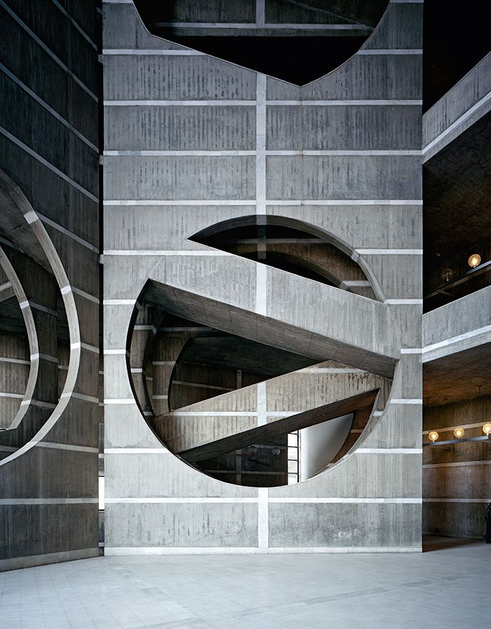 Louis Kahn  National Assembly Building in Dhaka, Bangladesh (1962–83)