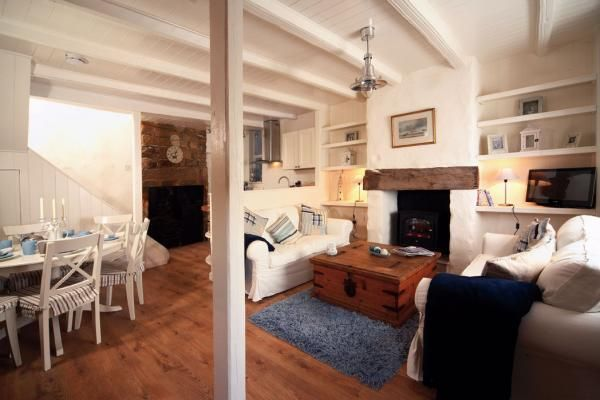 Dating from the 17th century, Wortley Cottage is a contemporary hideaway for families or groups of up to six people. www.iknow-yorkshire.co.uk