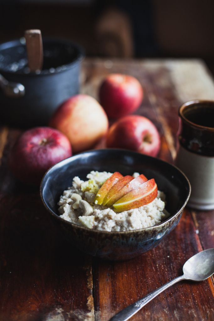 Apple ginger cashew cream oatmeal for a warming fall breakfast | vegan and gluten free