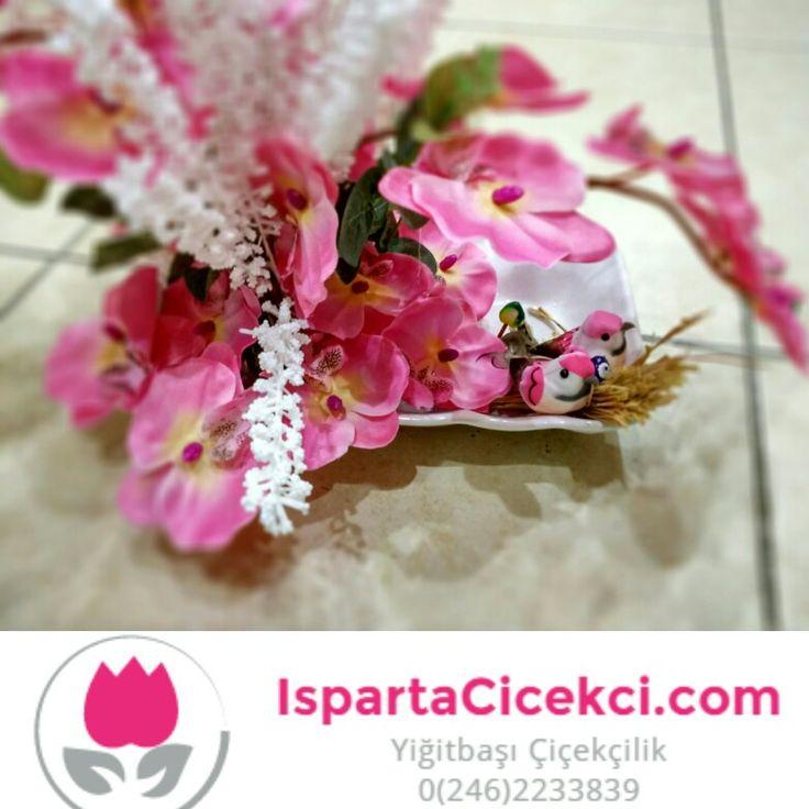 Pembe orkide ve kuşlar, yapay çiçek gönderimi www.ispartacicekci.com yiğitbaşı çiçekçilik Isparta ısparta