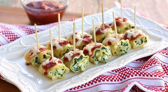 How great are these?!? Mini spinach lasagna roll ups with pizza dipping sauce. You can even make these ahead of time and freeze them. Just watch for guests who take more than one :)